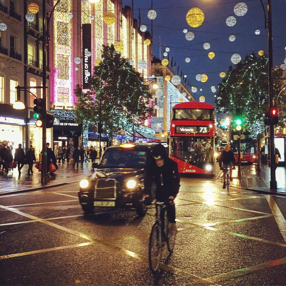 London readied itself for the holidays.  #england #london #holidayseason  (at Oxford Street - Central London)