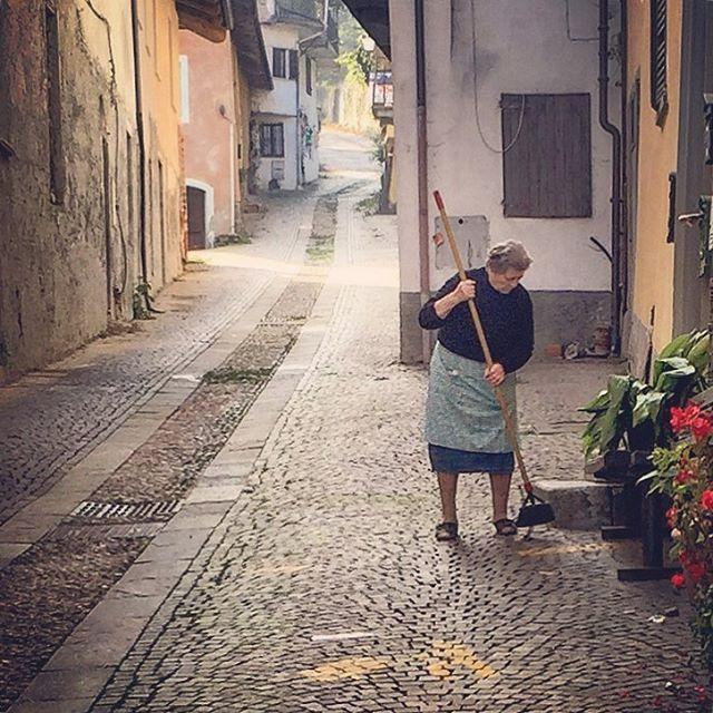 Morning chores.  #italy #piedmont #olditalianwomen  (at Castello Dogliani)