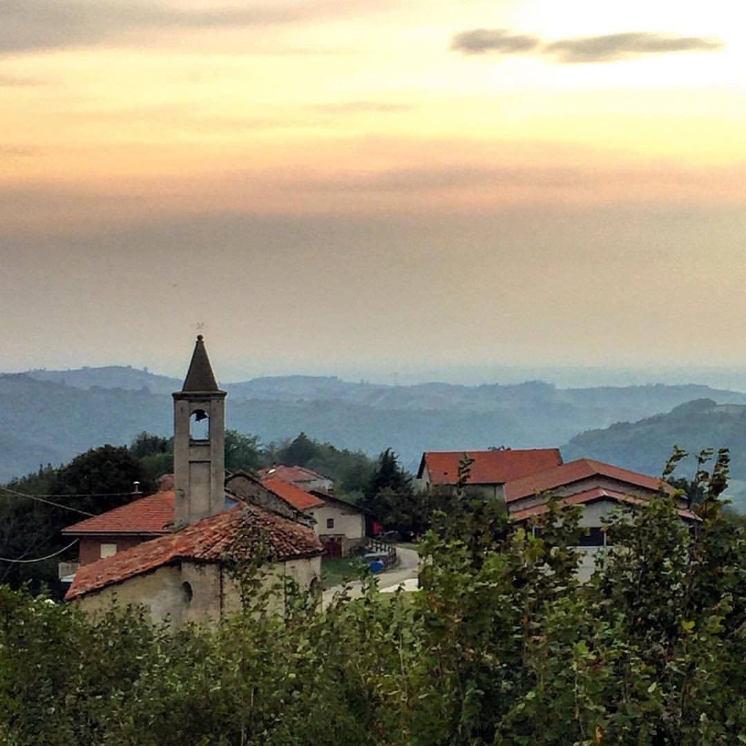 Church bells announce the day.  #italy #piemonte #sloweredlife  (at Bossolasco. Via Delle Rose)