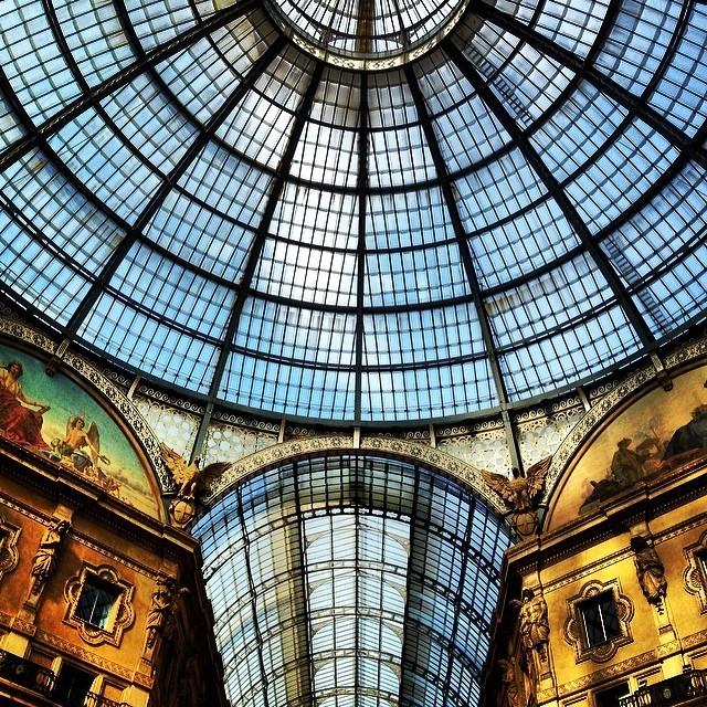 Sunday stroll (at Galleria Vittorio Emanuele II)