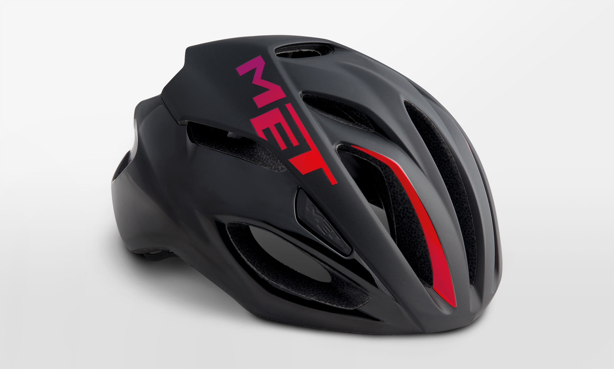 Rivale - The MET Rivale keeps things as compact as possible, without cutting down drastically on the number of vents.At 230g the MET Rivale gives nothing away in the power-to-weight stakes, despite being primarily an aero helmet.
