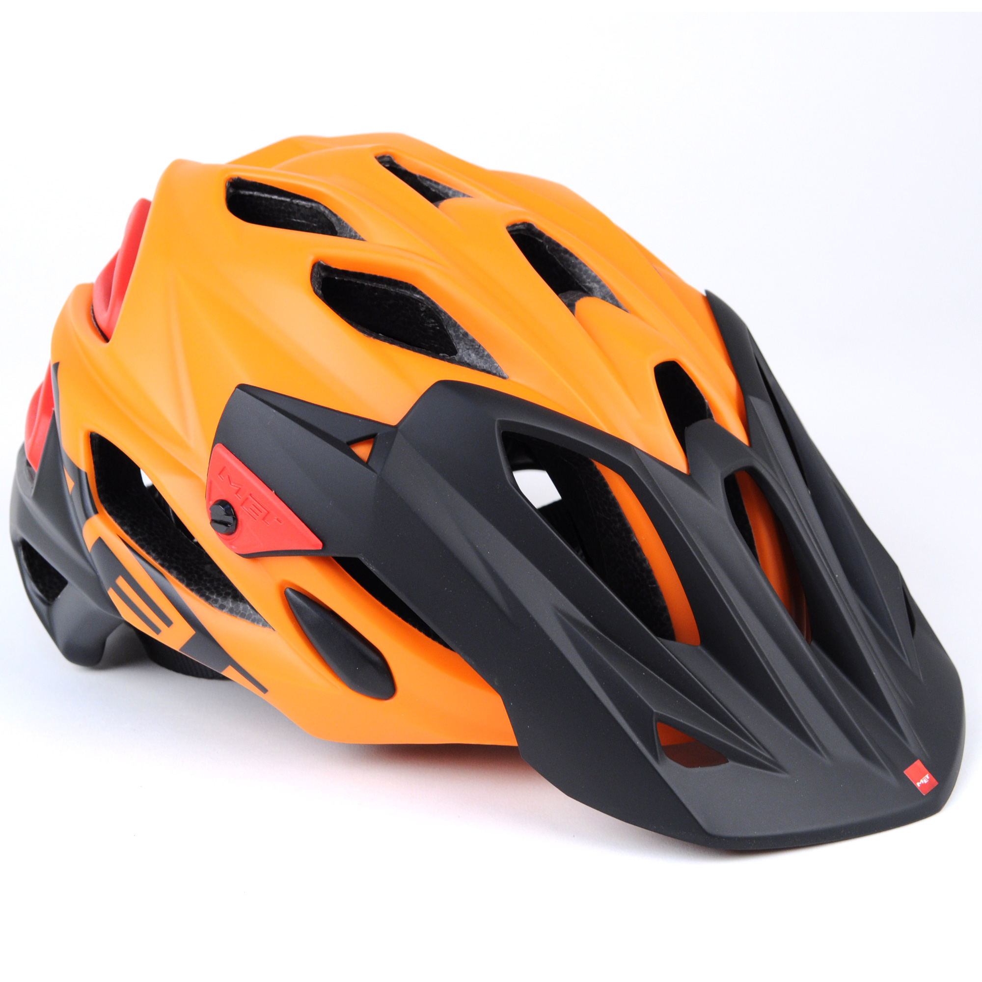 Parabellum - The Parabellum Helmet is lightweight and designed to offer coverage extending down the back of the skull. An aluminium ratchet system allows riders to adjust their built- in visor and those that love to share their adventures can take advantage of the removable camera mount.