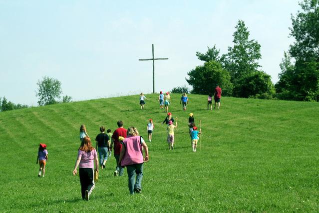 walking-to-the-cross-1315234-639x426.jpg