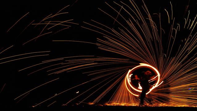 fire-dancing-1174205-638x361.jpg