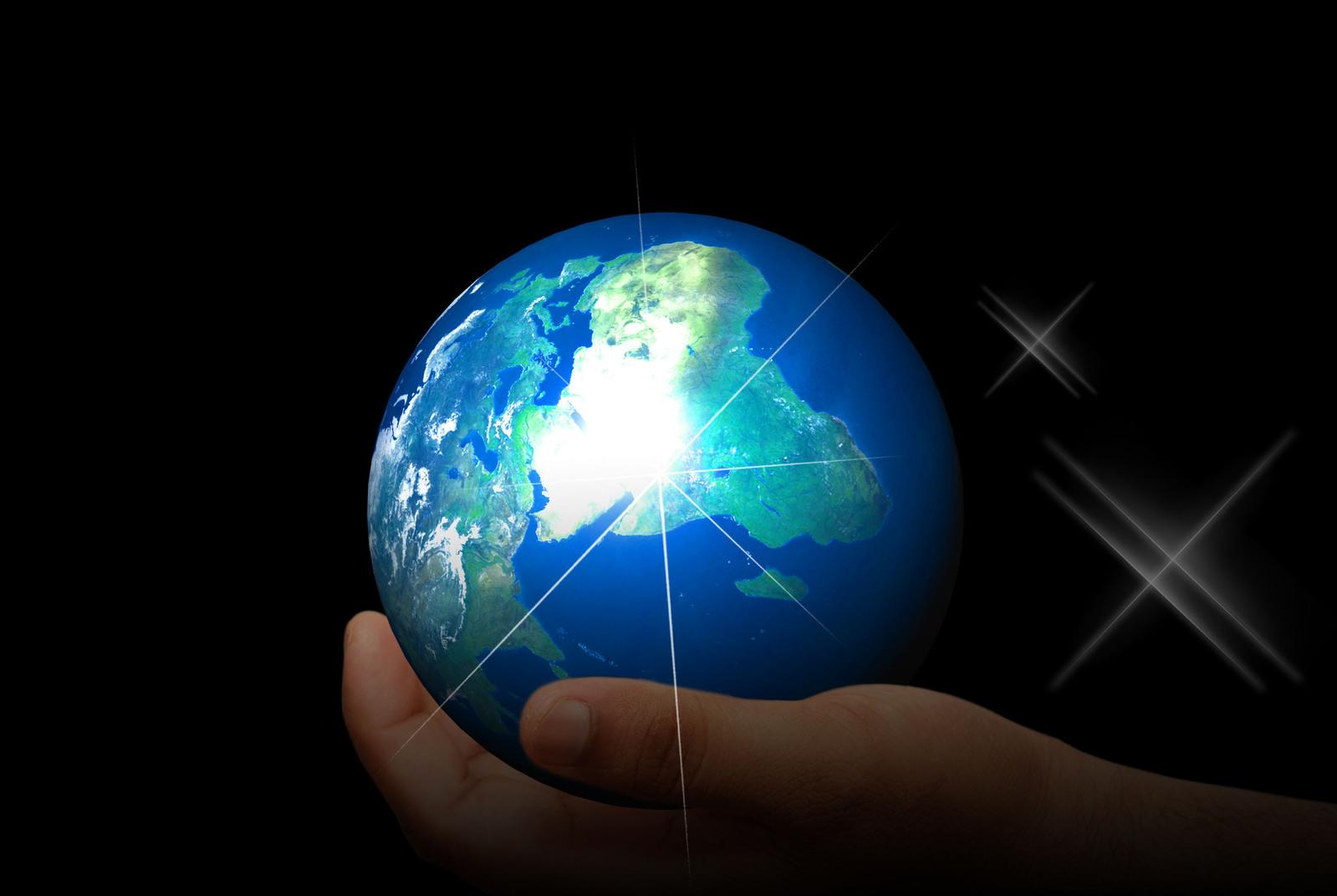 holding-earth-1242108-1599x1070.jpg