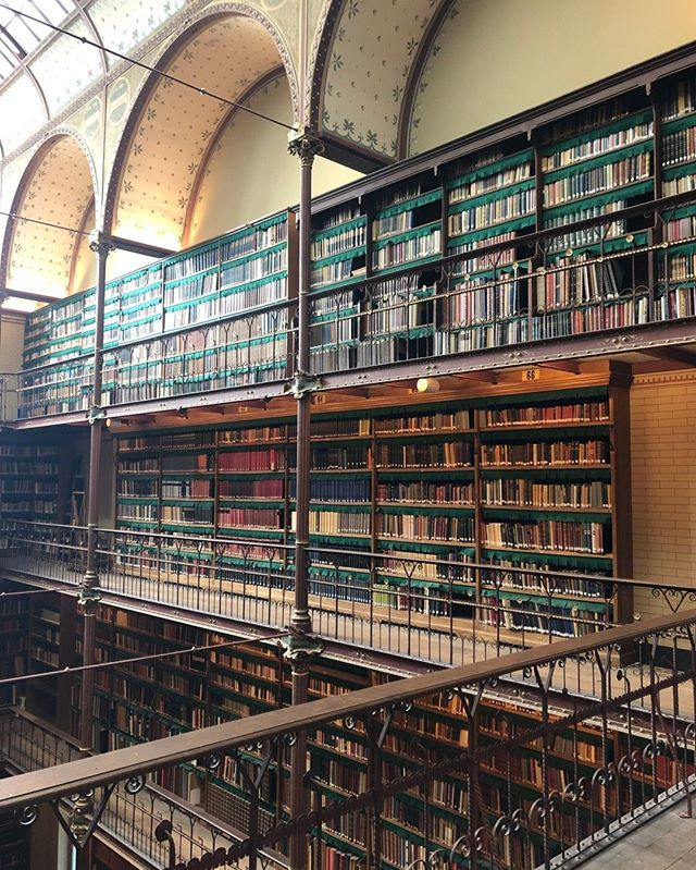 We saw some serious #librarygoals in the Rijksmuseum last weekend. (There was no way we could capture how amazing it was.) Now we just have to figure out how on earth to translate this to our respective flats... #library #bookheaven #museum #bookstagram #booksofinstagram #booknerd #podcast