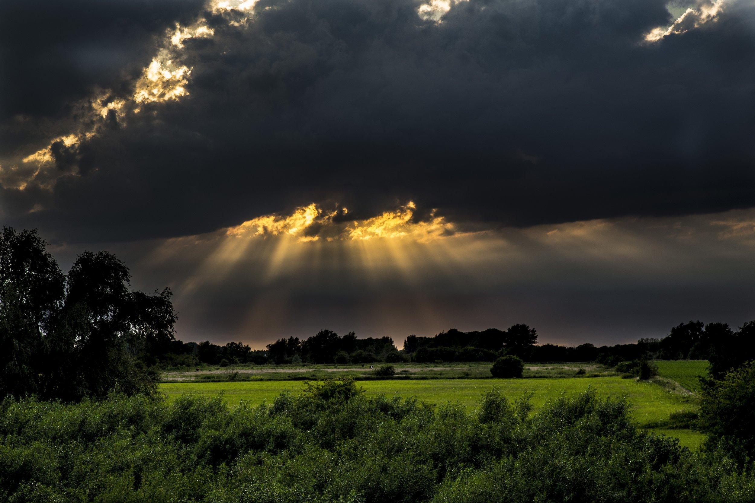 clouds-cropland-farm-533986.jpg