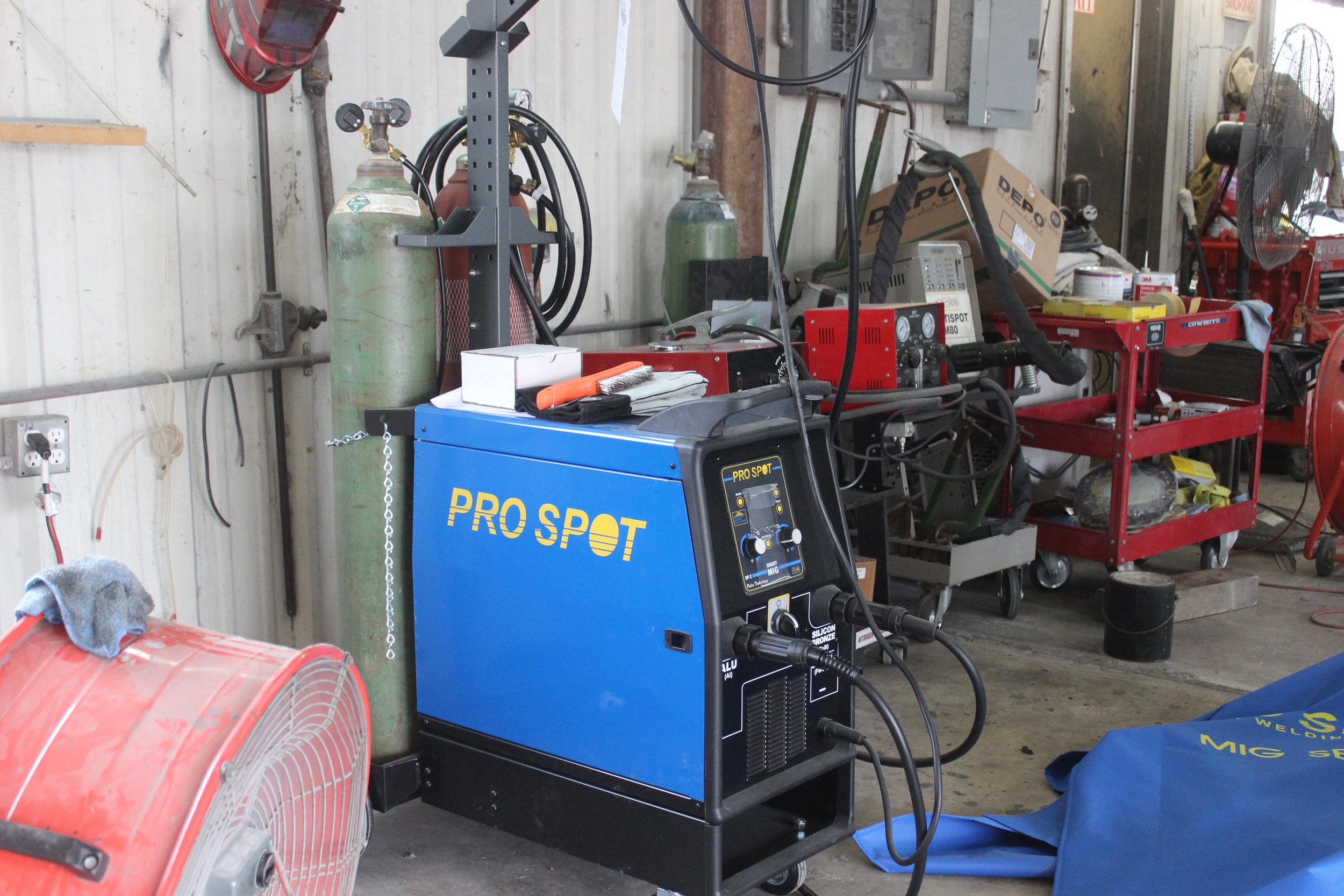 Welding machine for auto body repair in houston