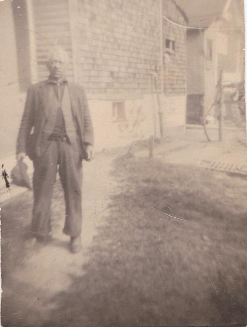 Joe Redman 1943 home in bville.jpg