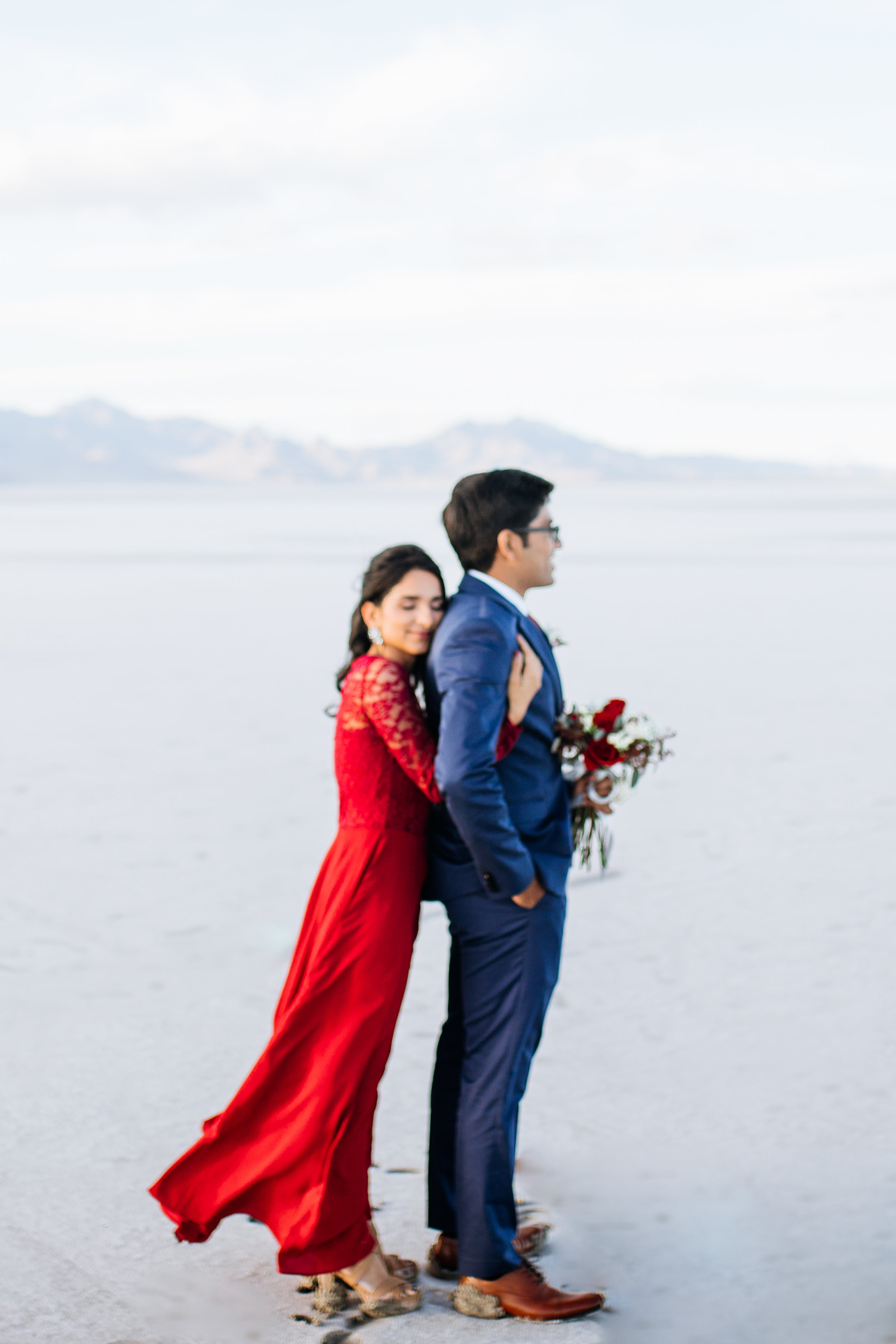 bonneville-salt-flats-engagement-couple-photos-destination-wedding-photography-5.jpg
