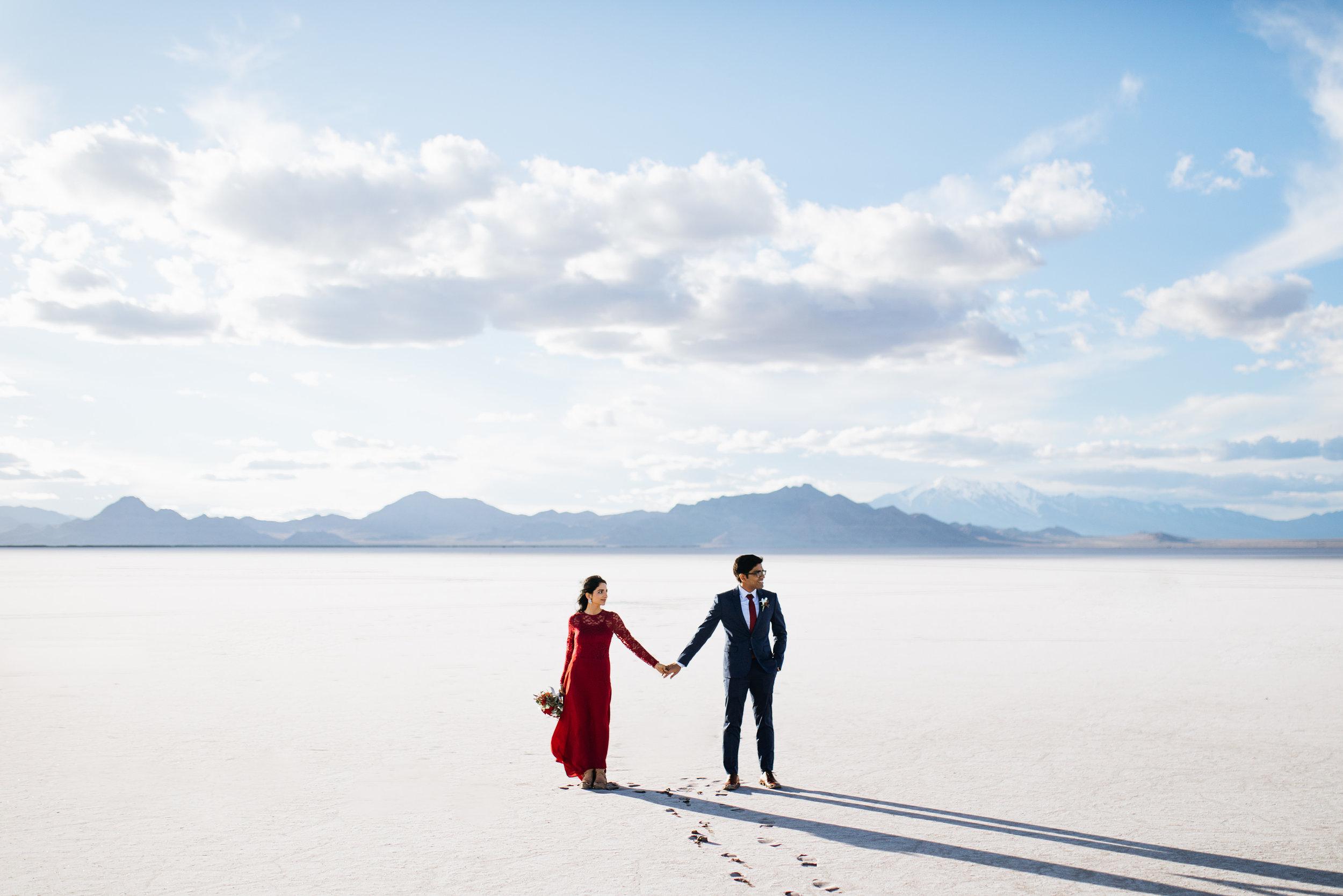 bonneville-salt-flats-engagement-couple-photos-destination-wedding-photography-3.jpg