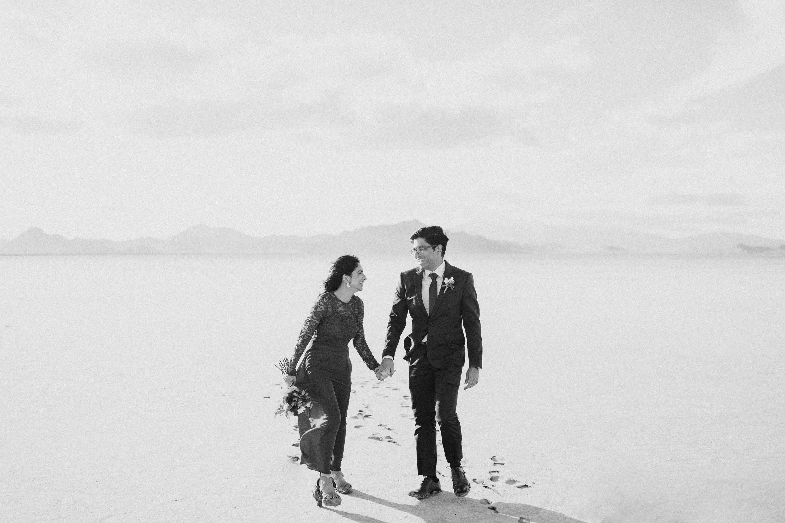 bonneville-salt-flats-engagement-couple-photos-destination-wedding-photography-4.jpg