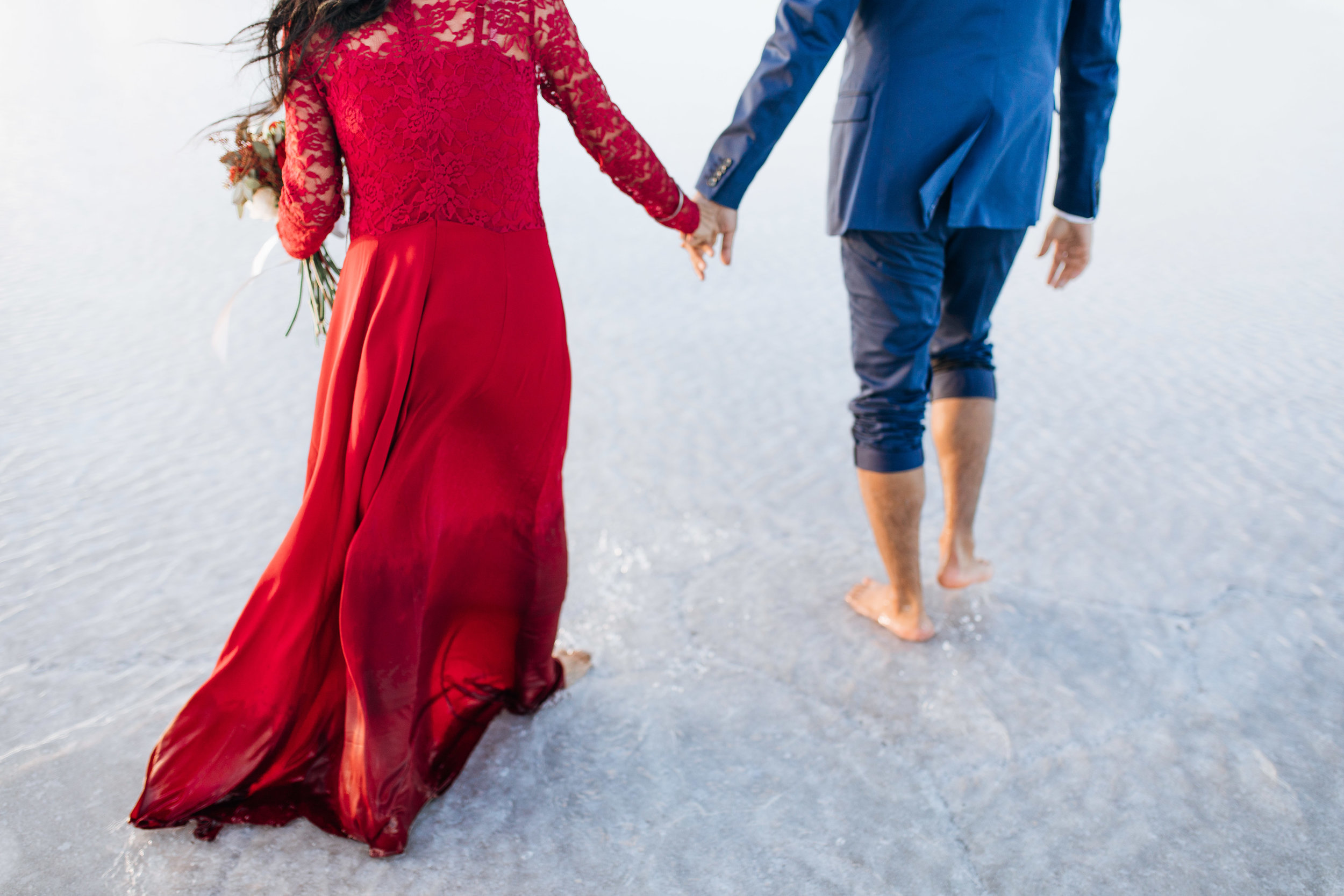 bonneville-salt-flats-engagement-couple-photos-destination-wedding-photography-11.jpg