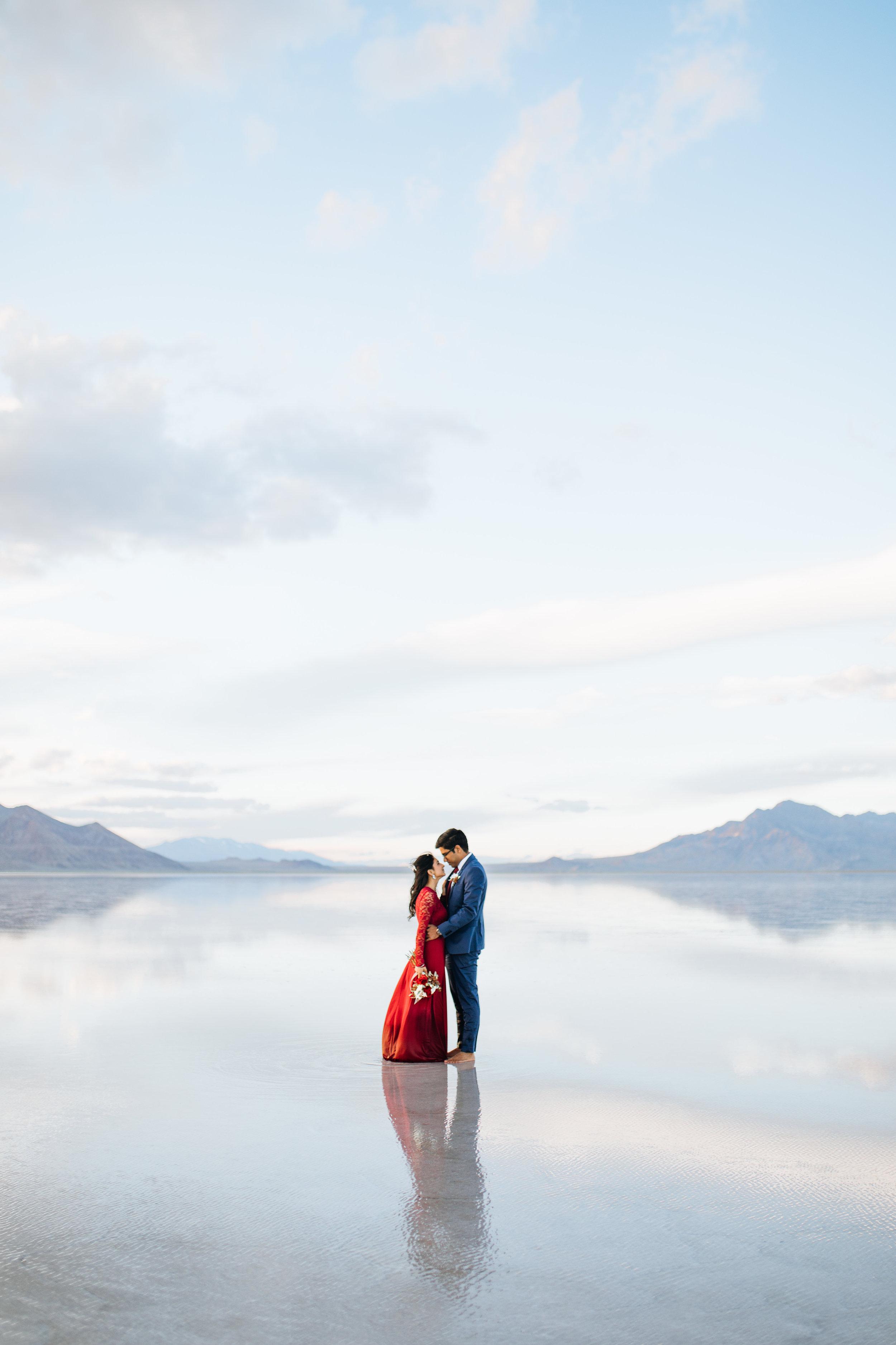 bonneville-salt-flats-engagement-couple-photos-destination-wedding-photography-12.jpg