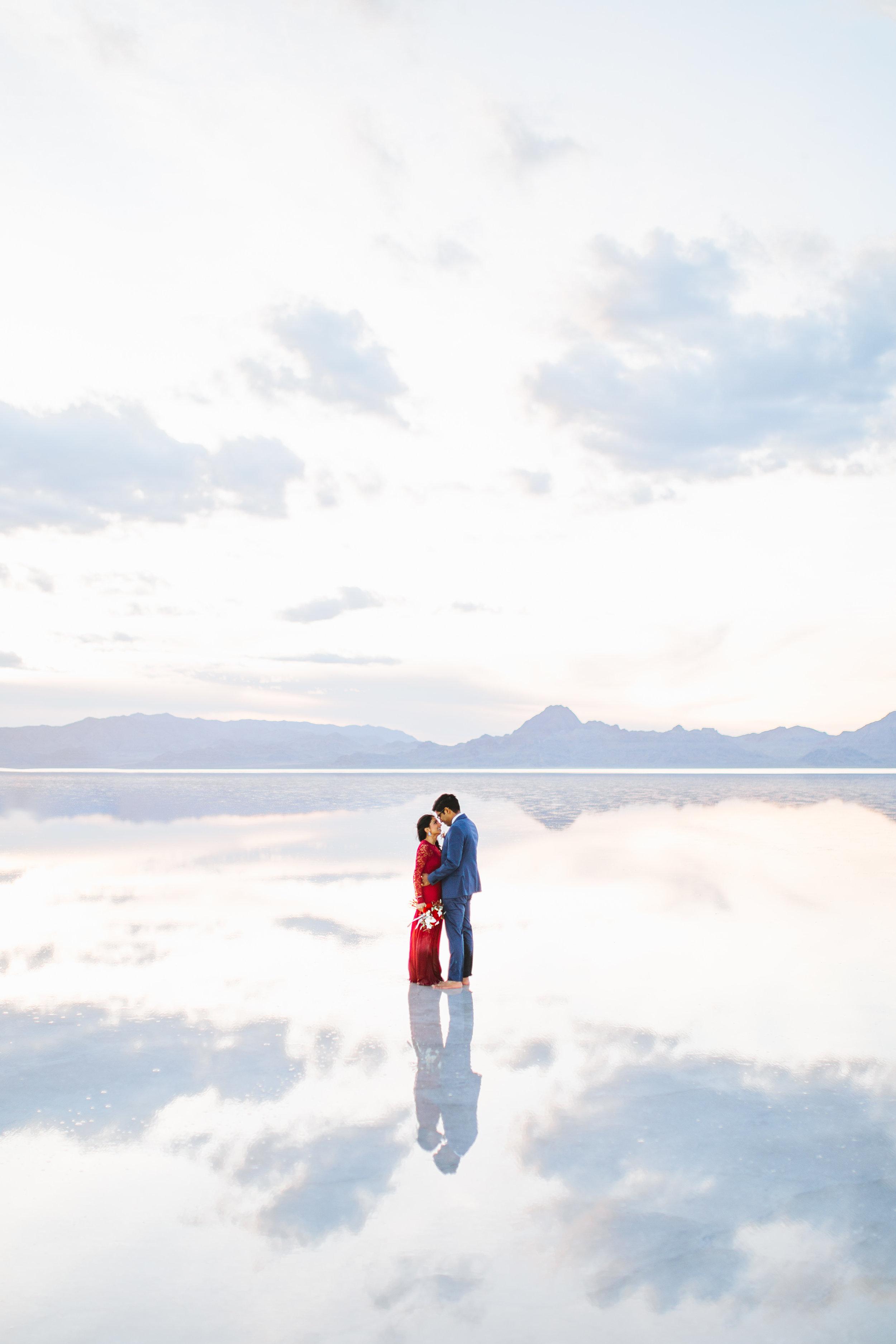 bonneville-salt-flats-engagement-couple-photos-destination-wedding-photography-14.jpg