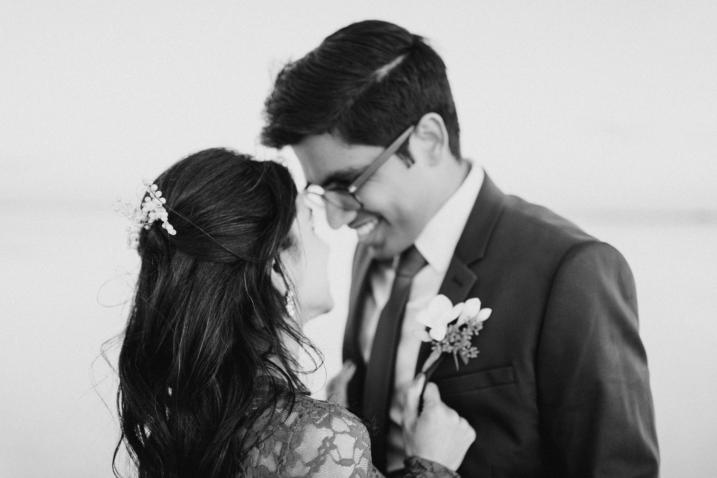 bonneville-salt-flats-engagement-couple-photos-destination-wedding-photography-19.jpg