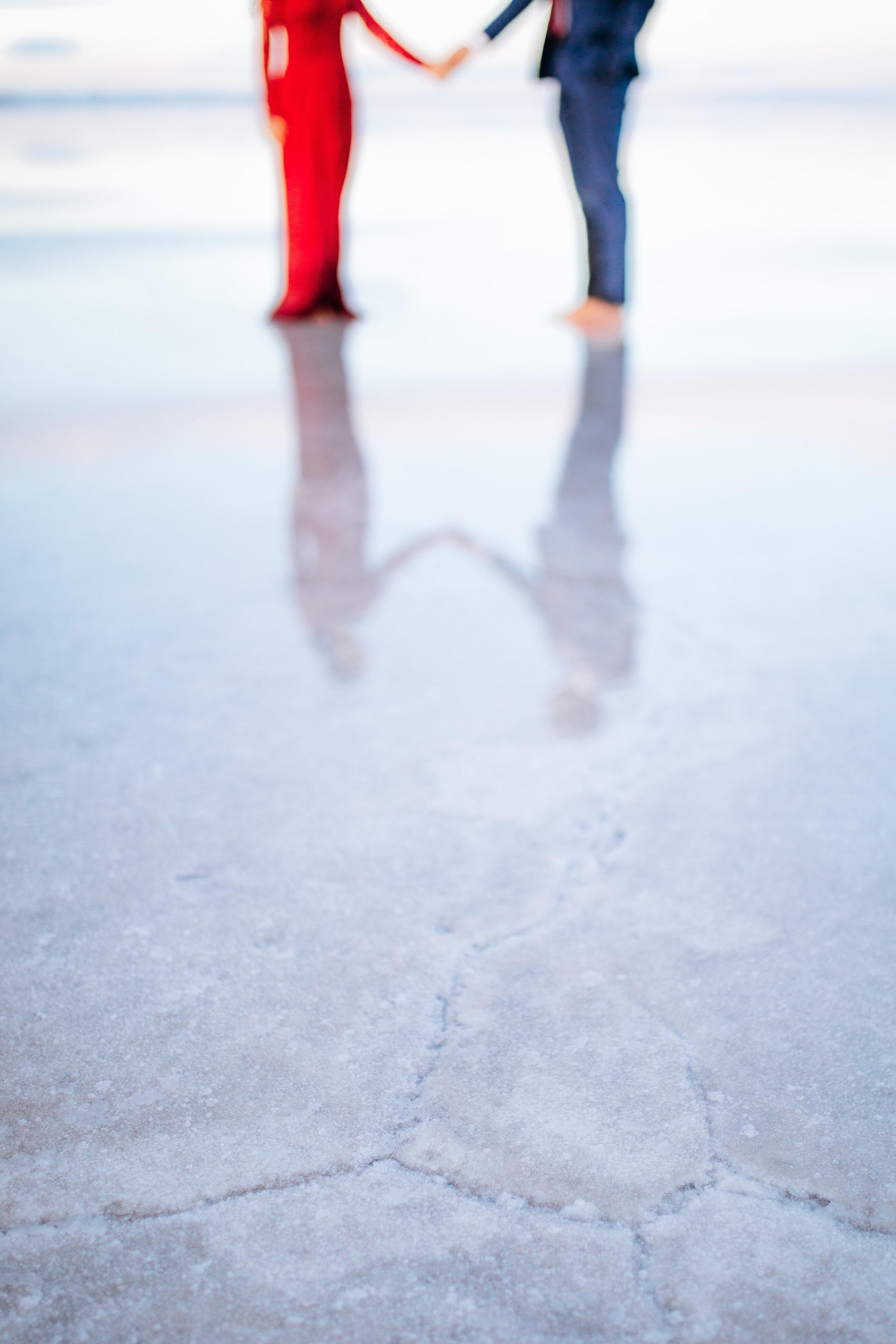 bonneville-salt-flats-engagement-couple-photos-destination-wedding-photography-17.jpg