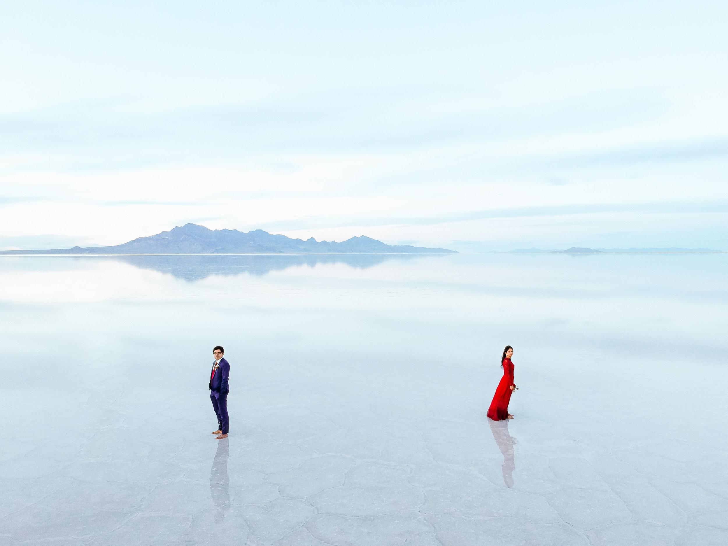 bonneville-salt-flats-engagement-couple-photos-destination-wedding-photography-1.jpg