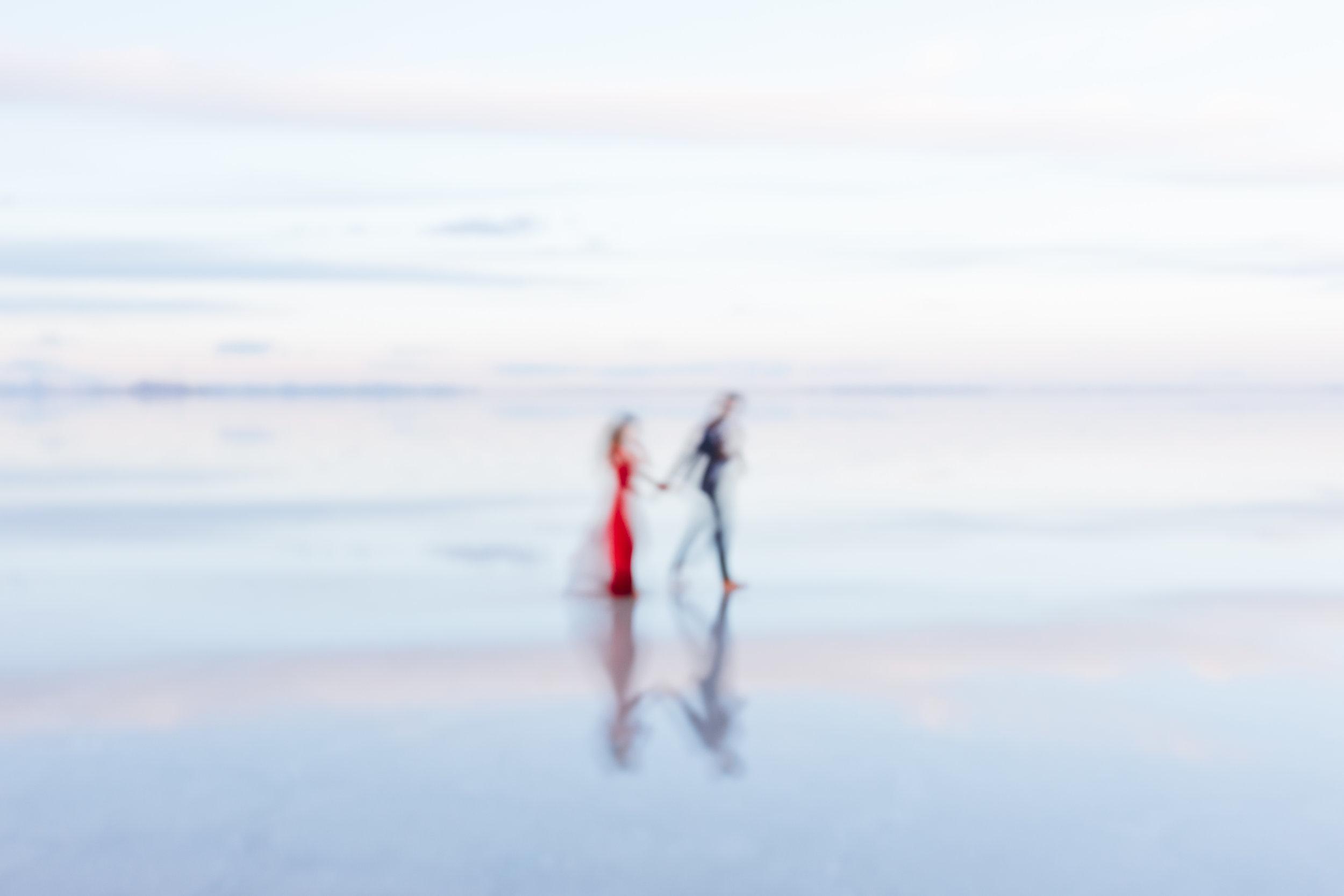 bonneville-salt-flats-engagement-couple-photos-destination-wedding-photography-16.jpg