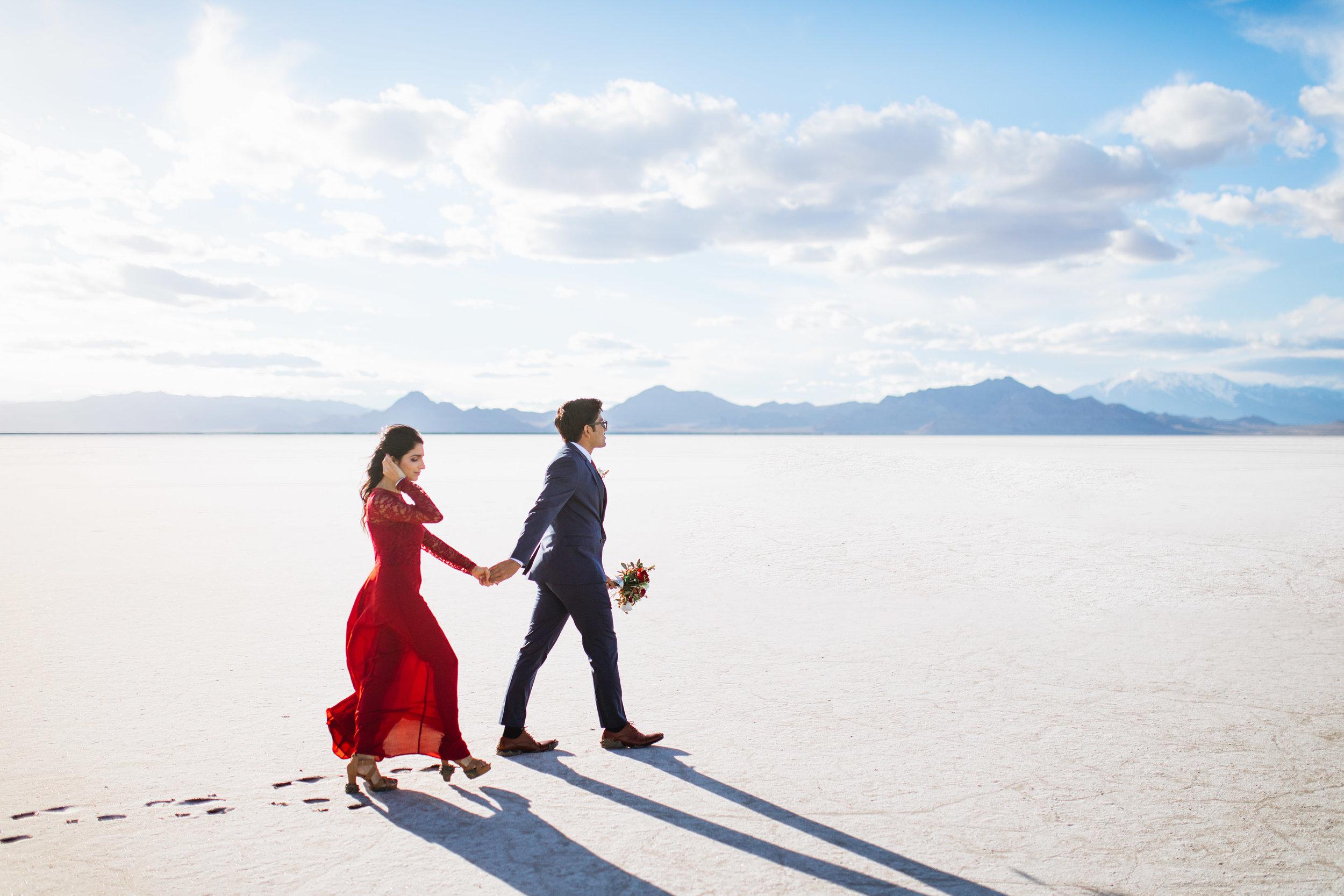 bonneville-salt-flats-engagement-couple-photos-destination-wedding-photography-2.jpg