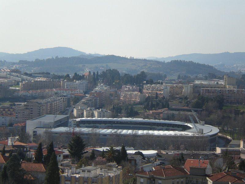 The current Guimaraes stadium. Author: Wagner Bonifacio Leite. https://creativecommons.org/licenses/by-sa/3.0/deed.en