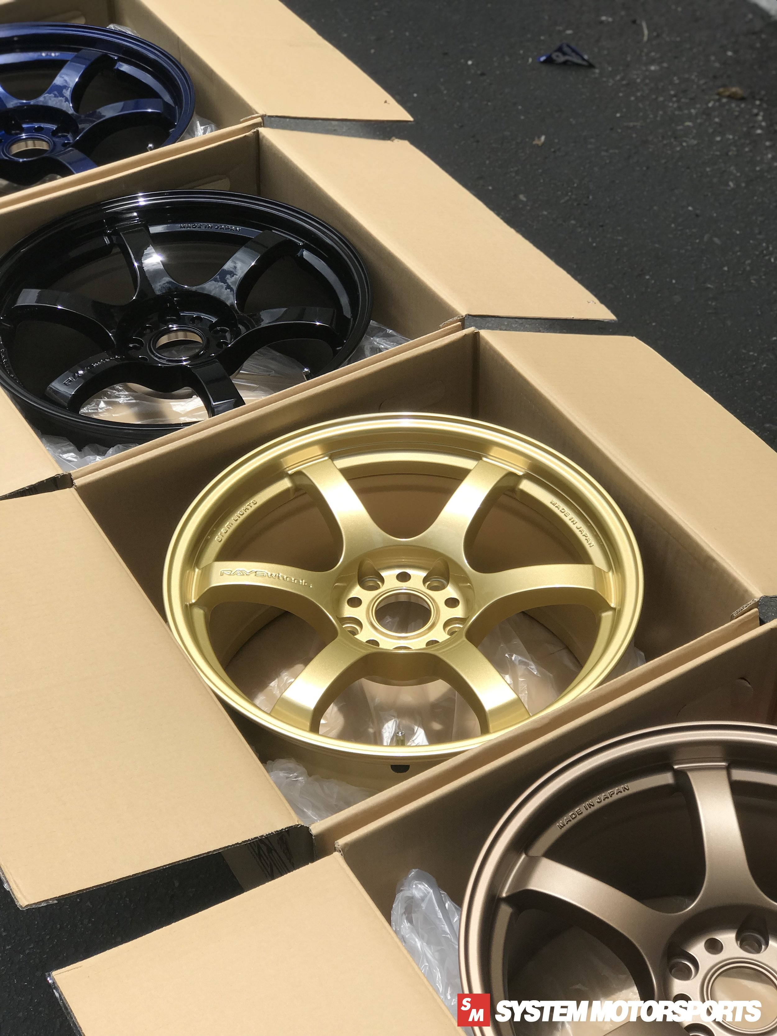 Rays Gramlights 57DR - 18x9.5 +38 5x120, shown in Gold (For the FK8 Type R Platform!)