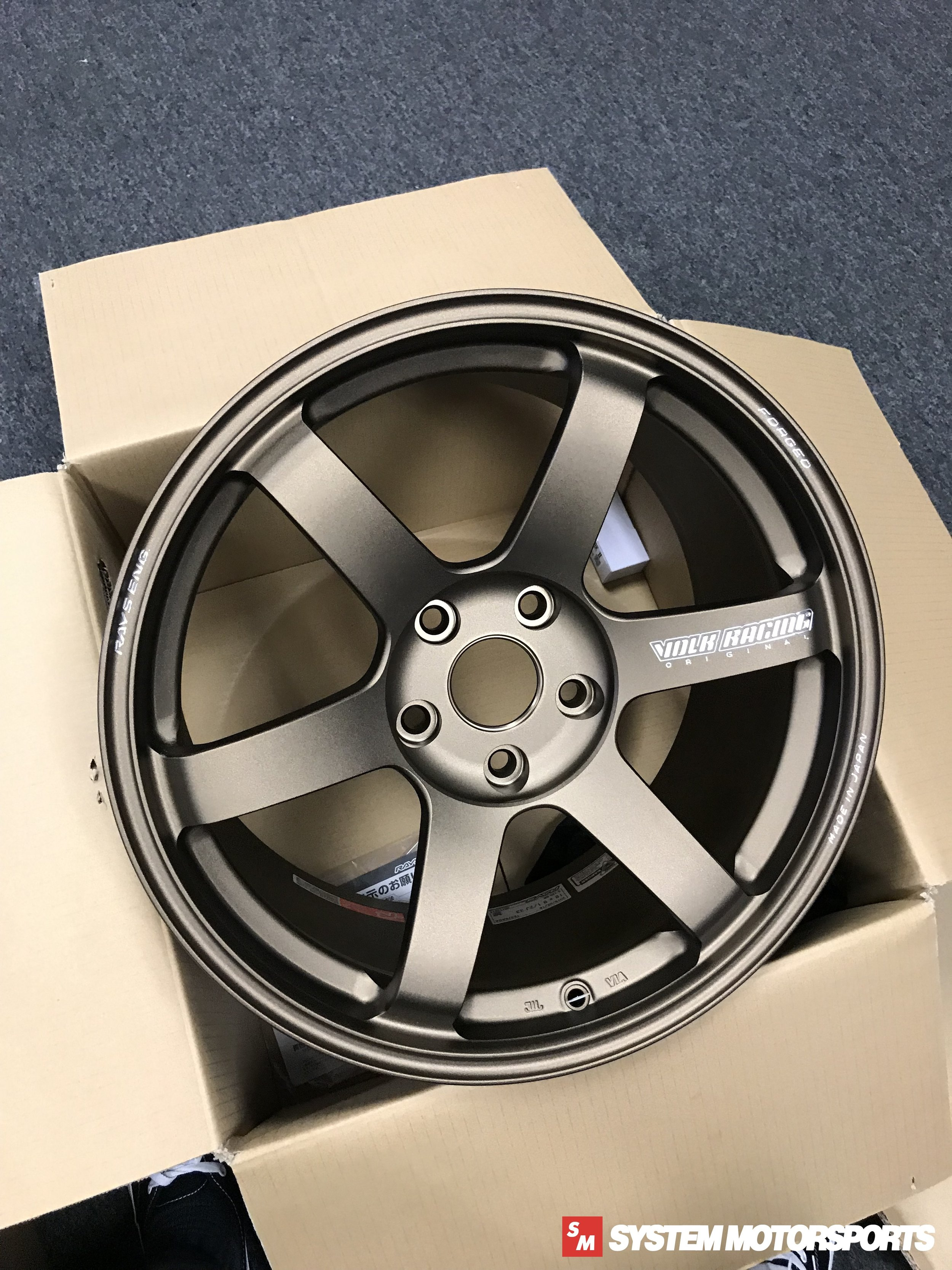 TE37 Saga in Face-4 Concavity (Max Concave) in an 18x9.5 configuration for the FK8 Civic Type R Platform