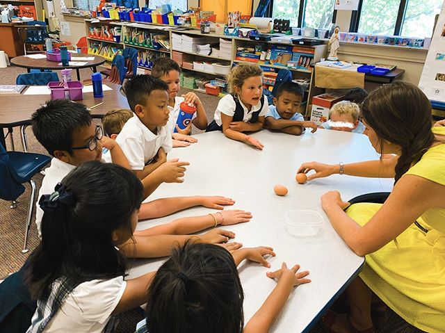 🌎Second grade has been studying the Earth and its insides! Yesterday, Mrs. Dowdell led her students in an experiment comparing the earth to a hard boiled egg and how it is able to spin together with the solidness of the inside with the out.  They also made an Edible Earth with the layers of the earth: green crust, brown mantle, orange outer core, and red inner core. The kids enjoyed eating the Earth. 😄  Today, they spent time in the science lab making models of the earth out of papier-mâché!