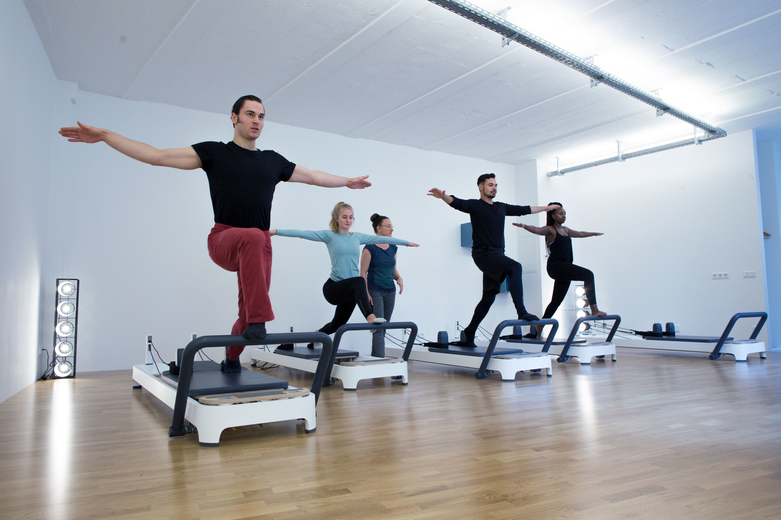 Girls and guys on a reformer pilates machine at Workout Berlin studio