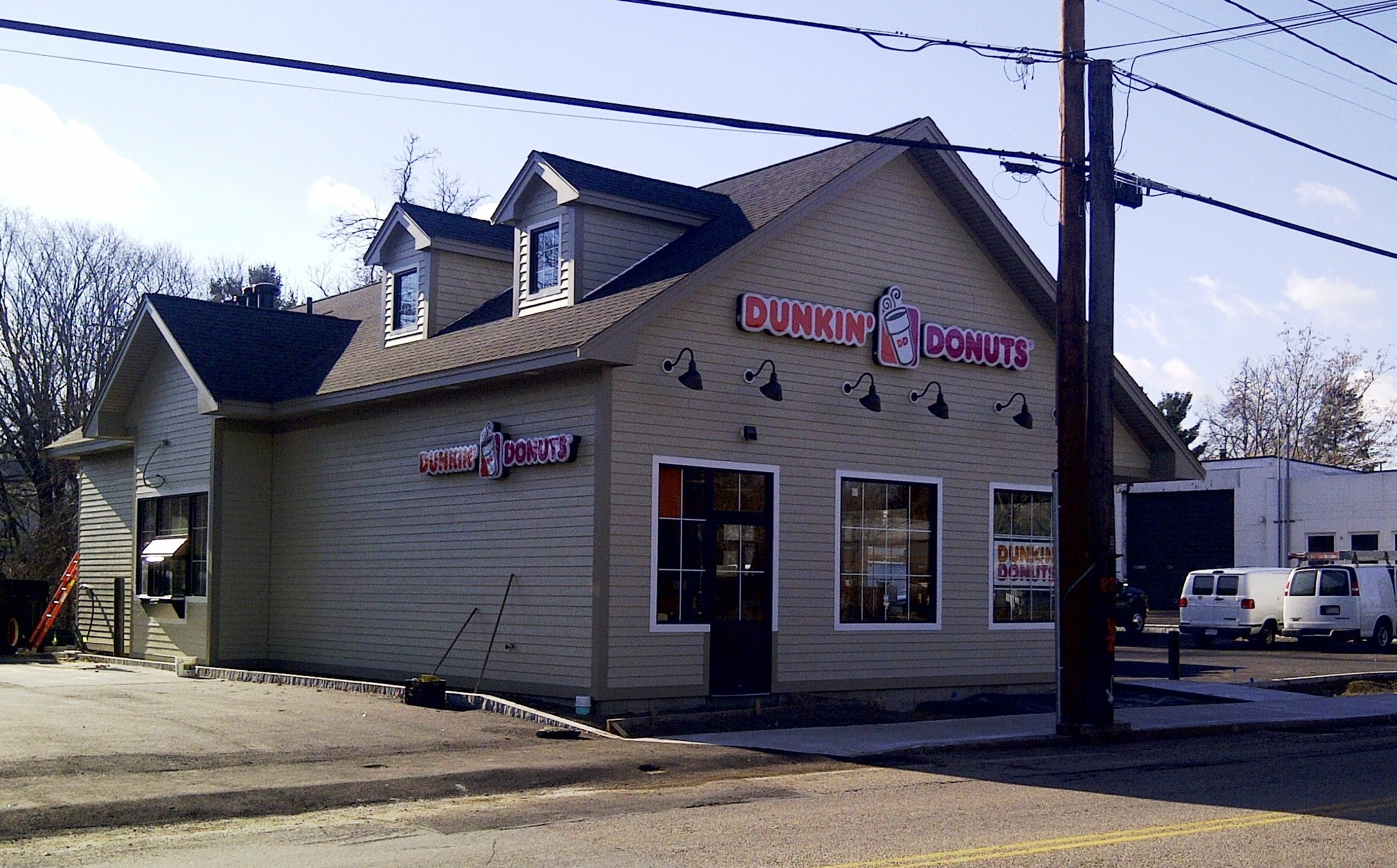 Coffee/Donut Shops - RMA has provided traffic engineering and consulting services to aid in the permitting of a number of coffee/donut shops in communities throughout Massachusetts. These include Dunkin Donuts projects in Braintree, Dracut, Grafton, Kingston, Millbury, Peabody, Plymouth, and Worcester; as well as Starbucks projects in Burlington, Franklin, Plainville, and Nashua, New Hampshire.