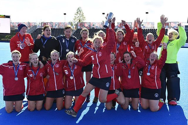 Lifting the cup for the supporters today. We couldn't have done this without you. A classic game of two haves, plus some shuffles! But a fantastic win for the Ladies 1st XI today at Lee Valley #everydaywereshuffling #digdeep #hockey #oxted #finals #support #teamred