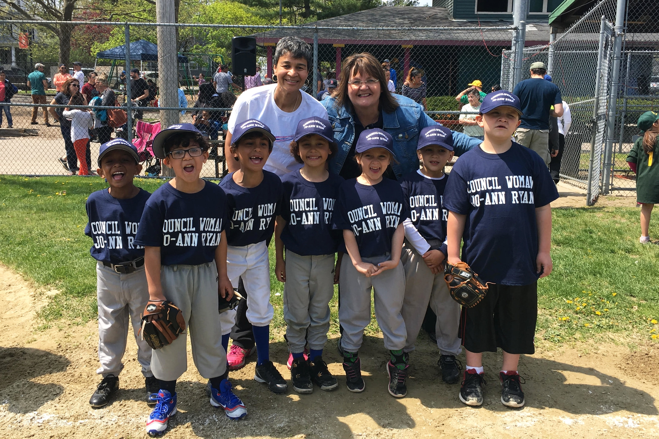 Jo-Ann_Ryan_images_littleleagueteam.jpg