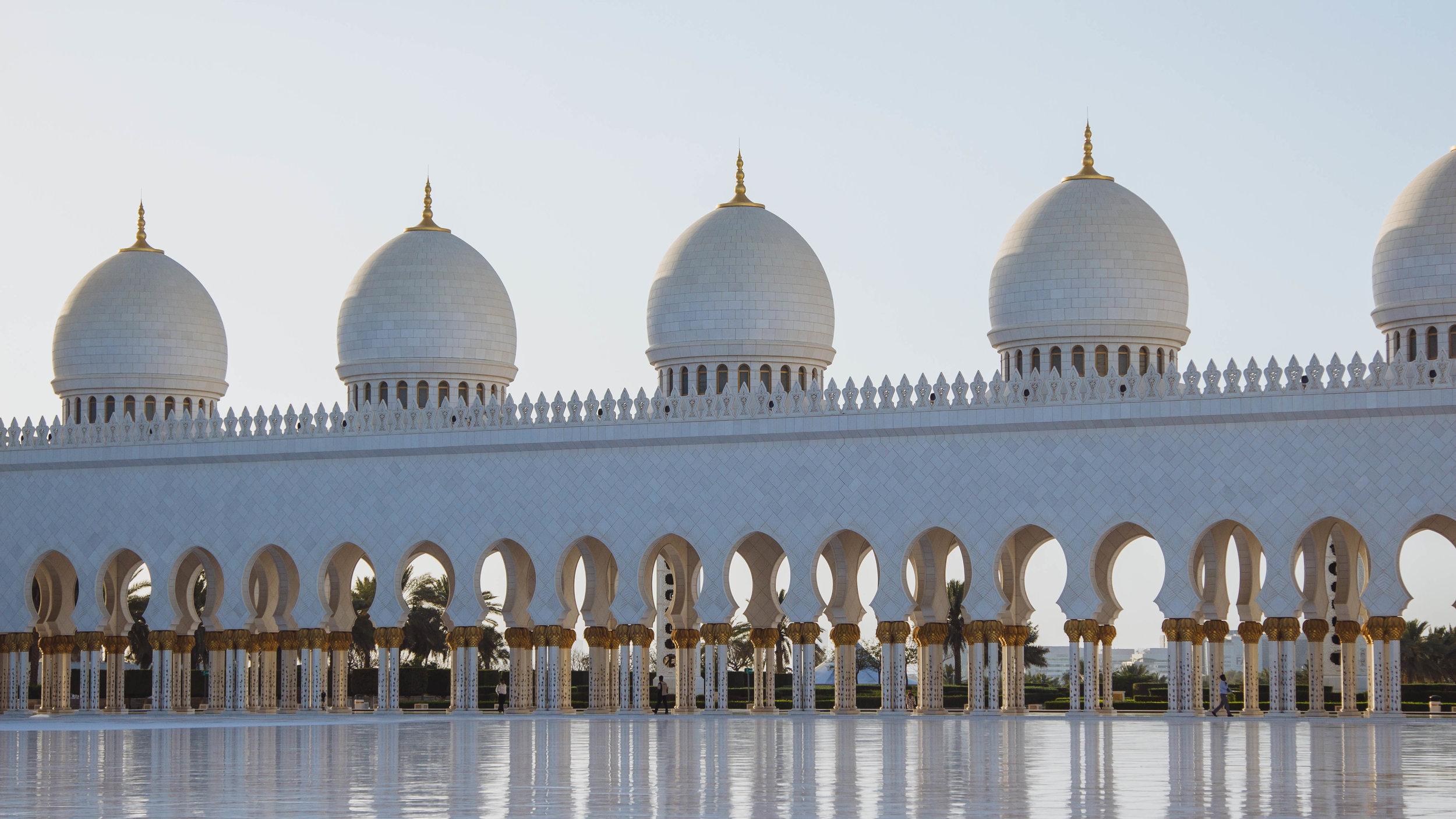 colonnade abu dhabi masjid mosque courtyard