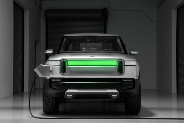 E.-Rivian_R1T_Front_Charge_Indicator.jpg