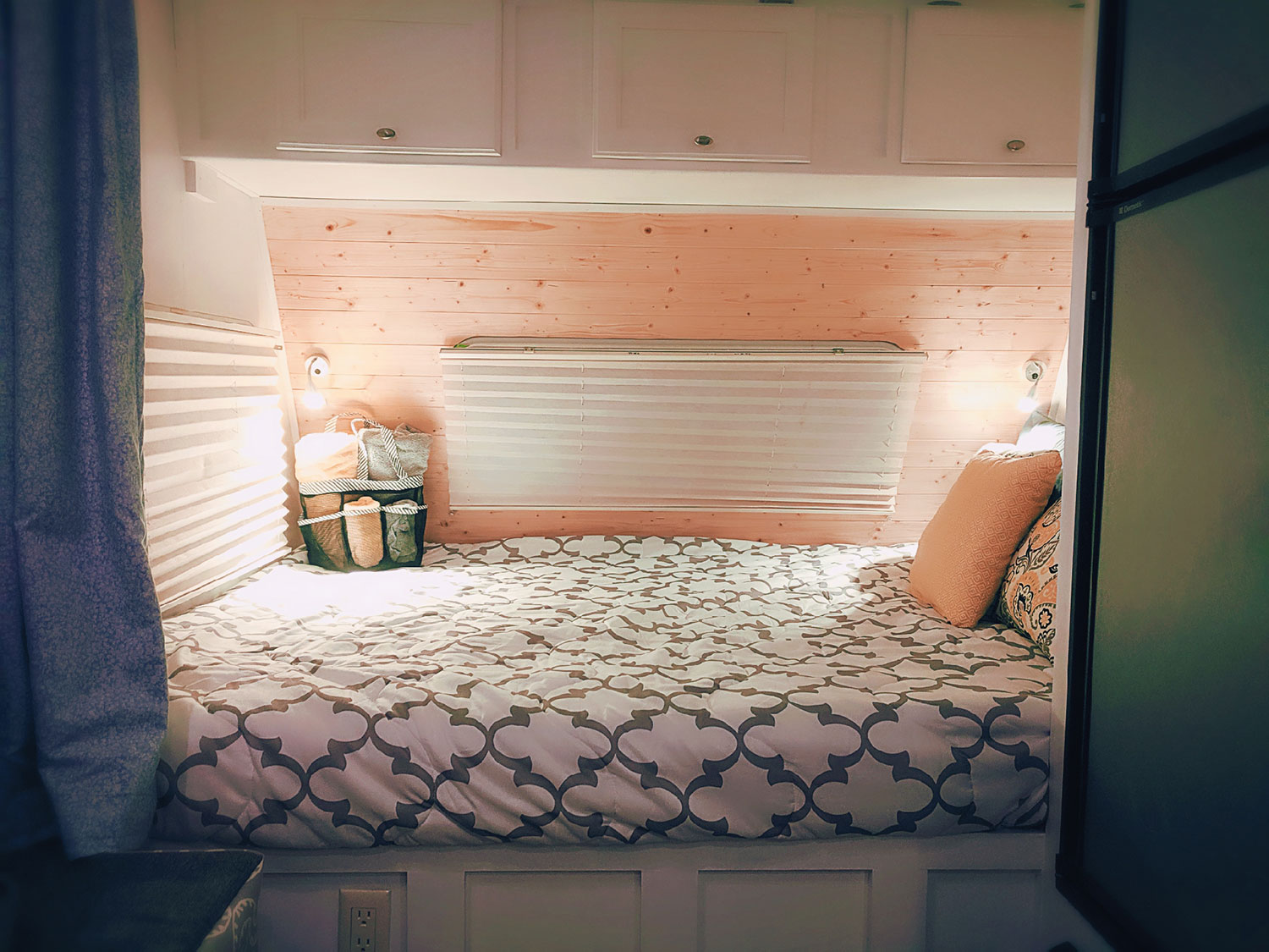 The queen bunk with privacy curtain.