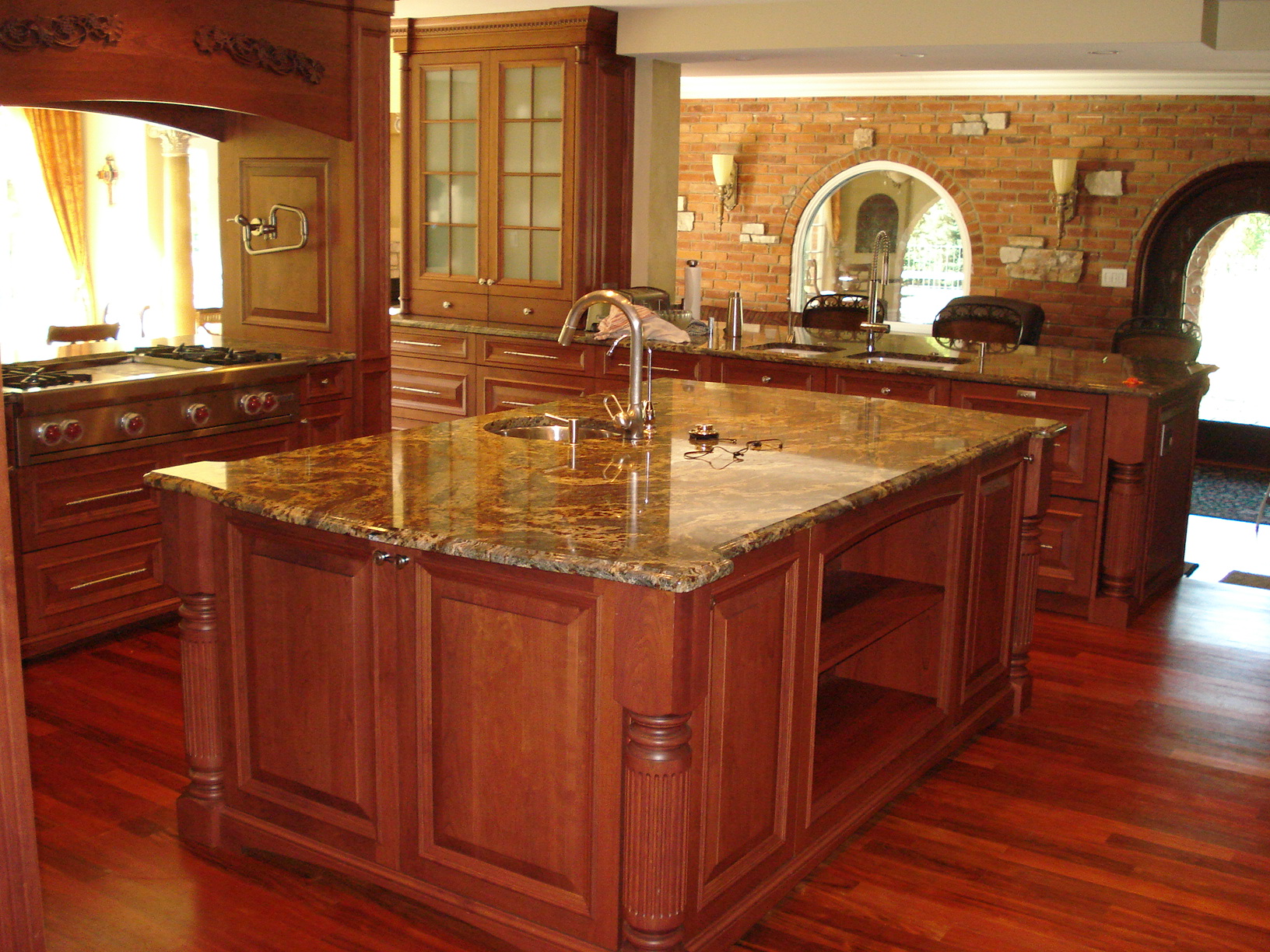 Greasy-Counter-Top-With-Vintage-Kitchen-Layout-Also-Aberdeen-Quarts-Table-Top-Organizer-Oaks-Cabinetry-Combined-Stainless-Faucet-Ideas.jpeg