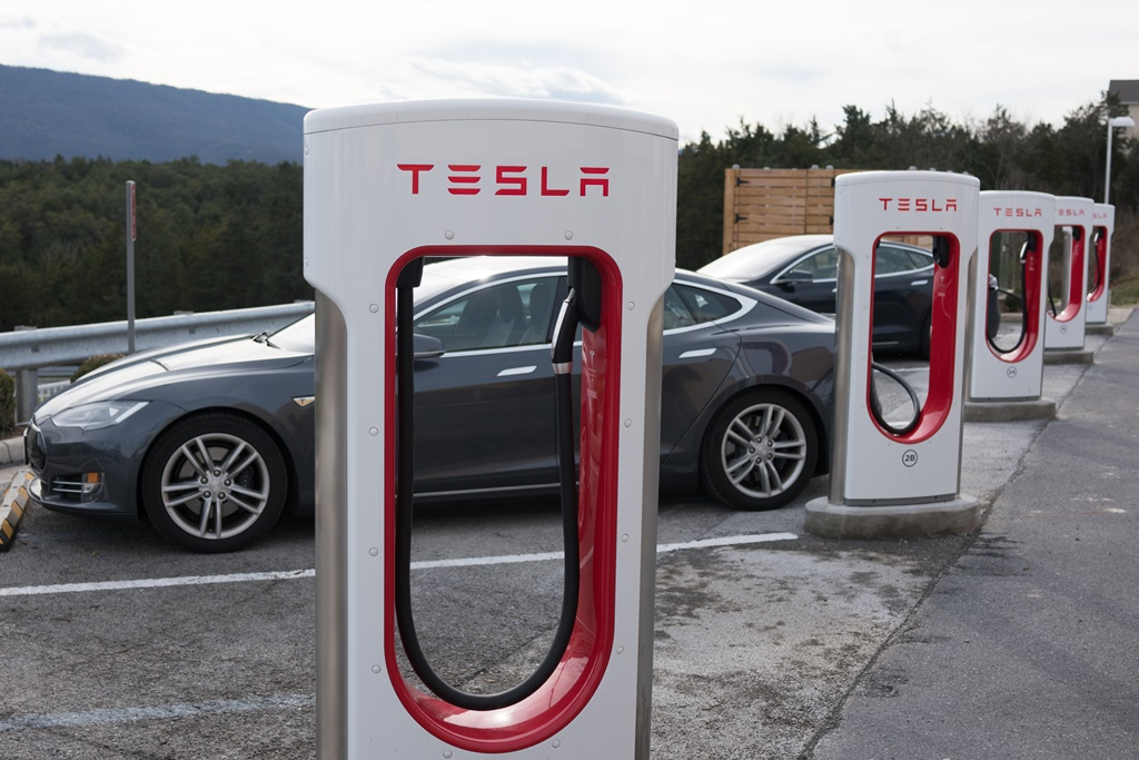 hotels-charging-up-for-electric-vehicles.jpg