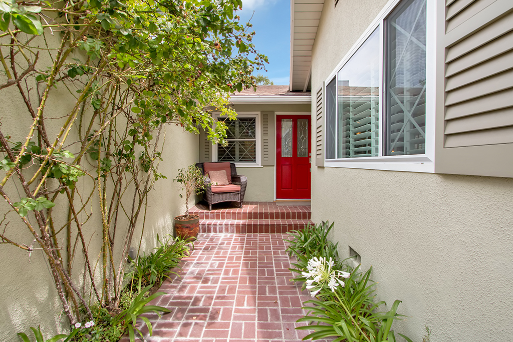 0709-4944LedgeAve-NorthHollywood,CA -004- Small.jpg