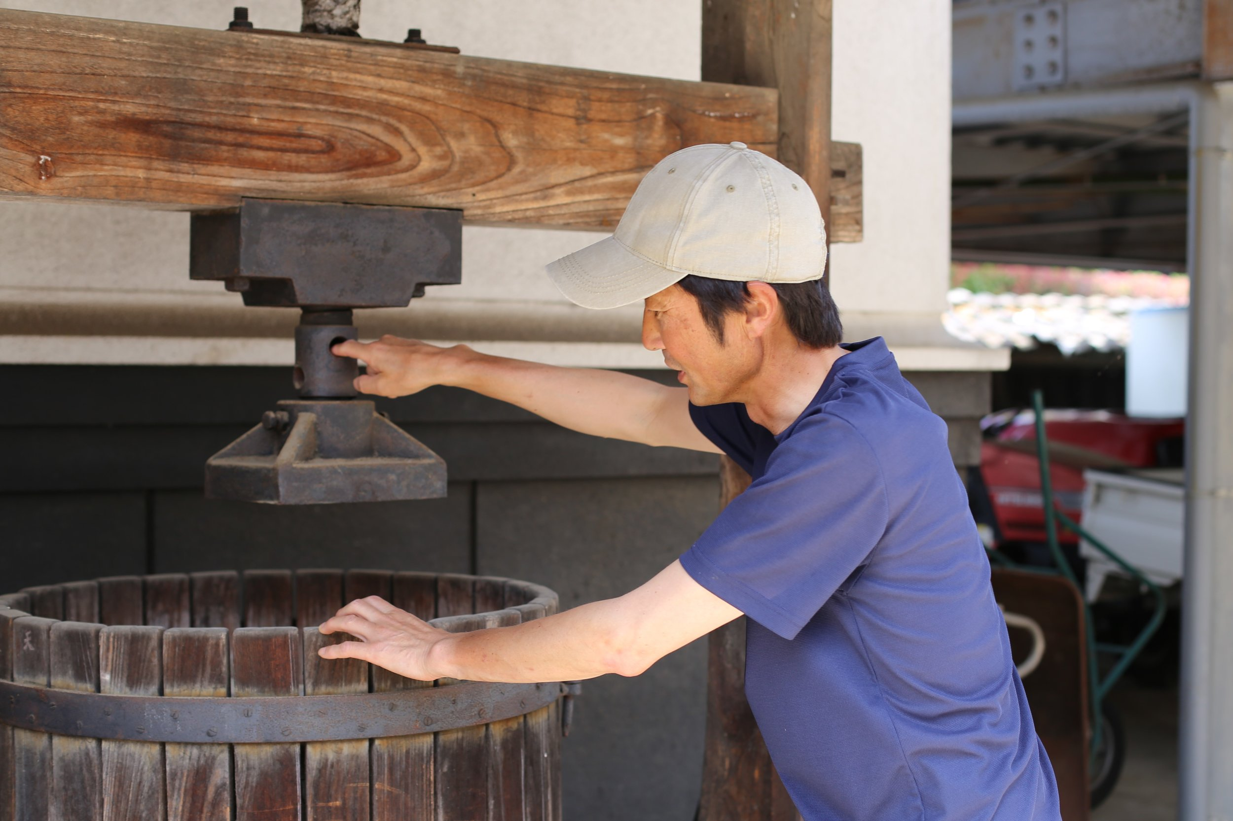 Kizan Tsuchiya-san old grape press.JPG