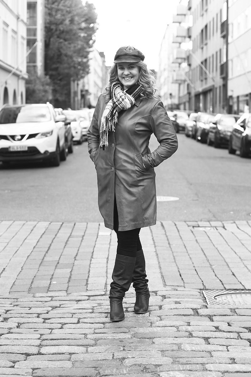 - Sara Rouvinen on kokenut esiintymistaidon ja äänenkäytön kouluttaja (Sanabox Oy), Puheviestinnän FM, vokologi, näyttelijä, laulaja ja yrittäjä. Sara luennoi ja valmentaa Suomessa ja ulkomailla aiheista: Esiintymisjännitys voimavaraksi, vaikuttava puhe ja vuorovaikutus, äänenhuolto ja äänenkäyttö.Lisätietoja yksilö- ja ryhmävalmennuksista sekä luennoista:Sara Rouvinen, sara.rouvinen@sanabox.co, www.sanabox.coTutustu myös esiintymisen ja äänenkäytön monipuoliseen ja edulliseen verkkokurssiin.