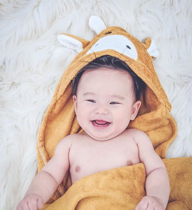 LAST DAY TO GET YOUR 50% Off!! Don't miss out ✌🏼 photo via @meet.the.engs . . . #mibaloo #easter #50%off #lastday #sale #hurryup #bambootowel #babygift #giftidea #bamboobaby #baby