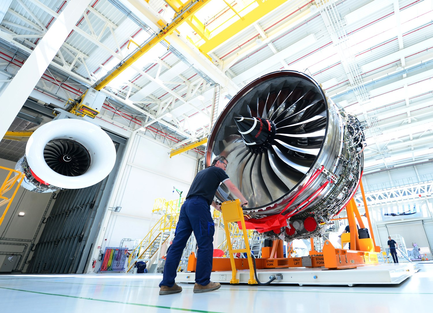 Rolls-Royce Trent 1000 and Trent XWB engines to power 40 new Lufthansa aircraft.jpg