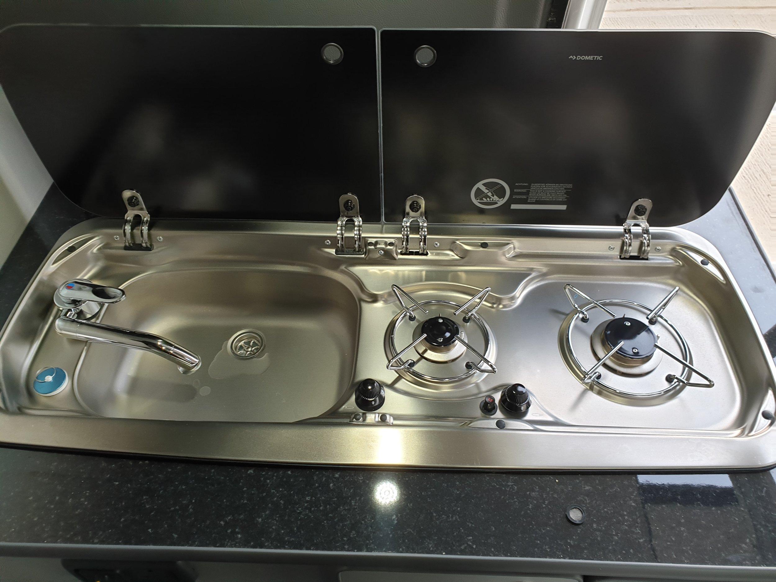 2 Hub gas stove and sink