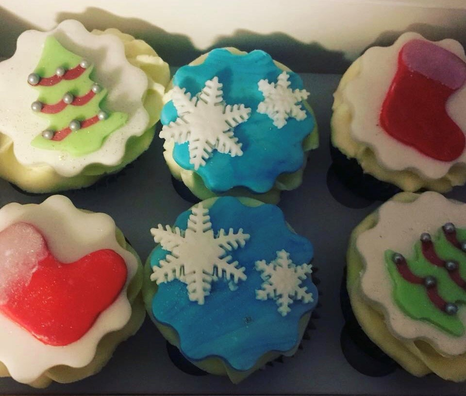 Shelle's Christmas Cupcakes.jpg