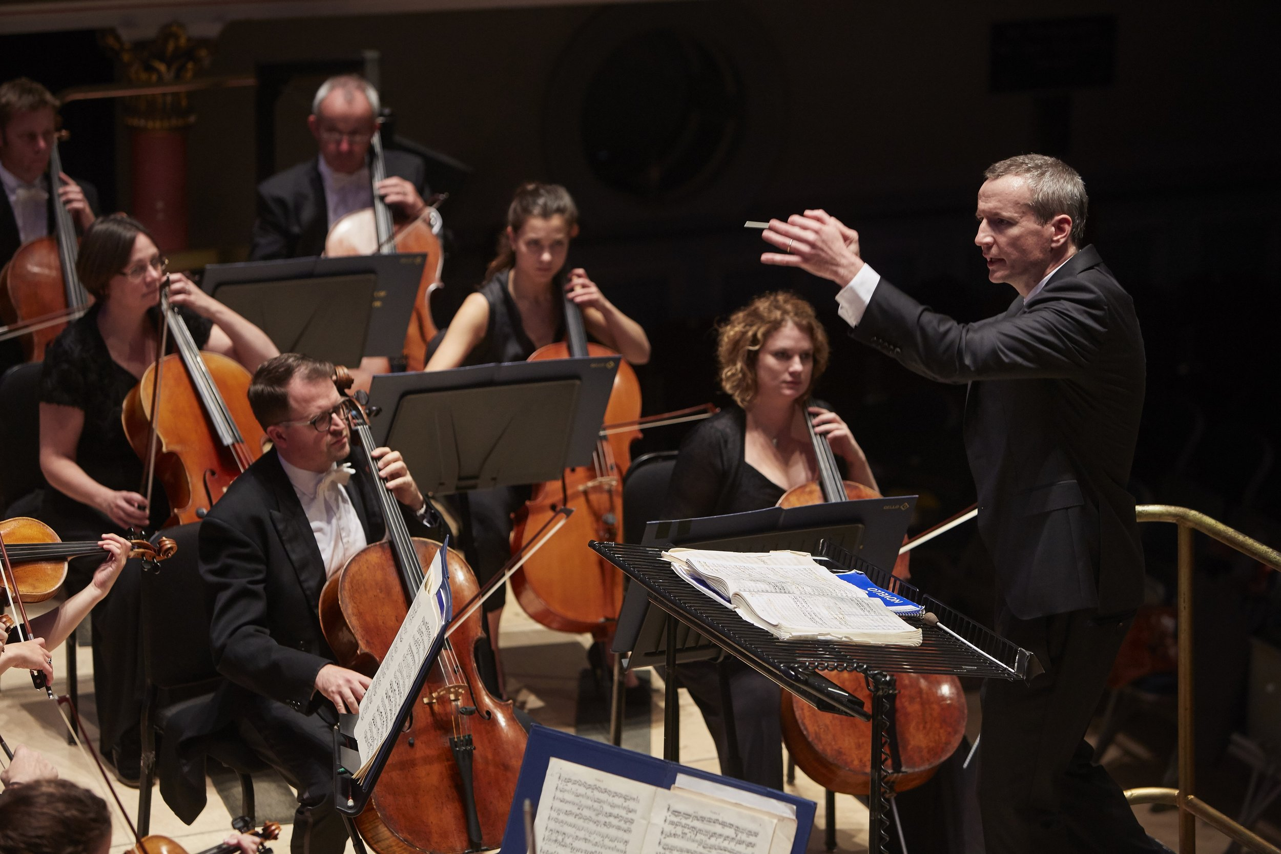 Garry Walker conducting the Orchestra of Opera North 02_credit Justin Slee.jpg