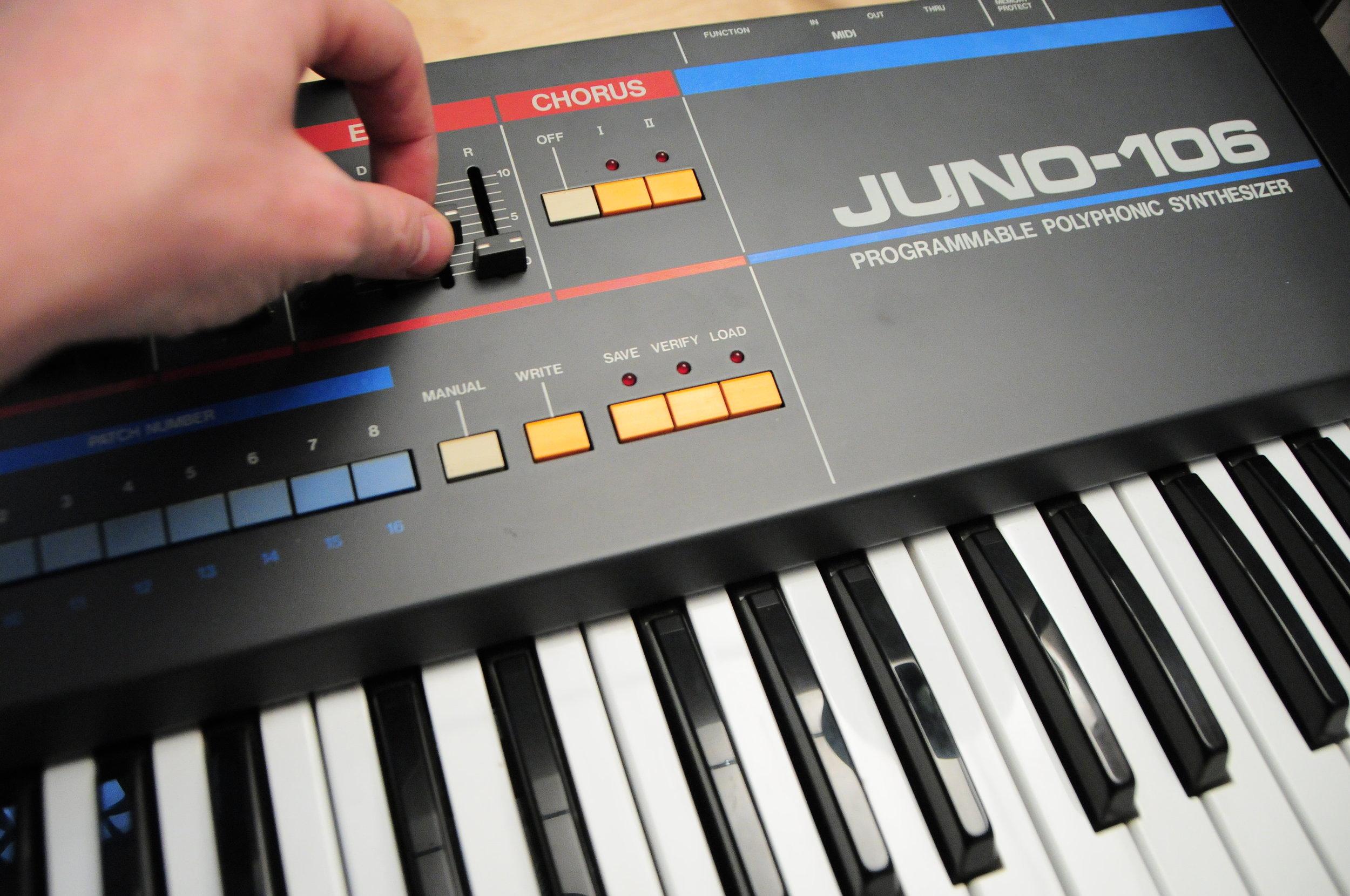 Roland Juno 106.JPG