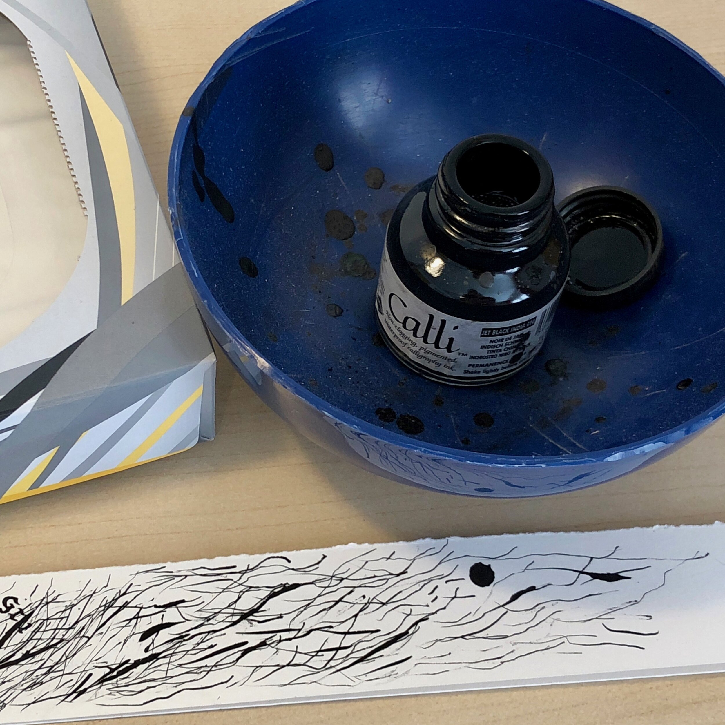 Avoid mess- keep your ink-pot in another container!