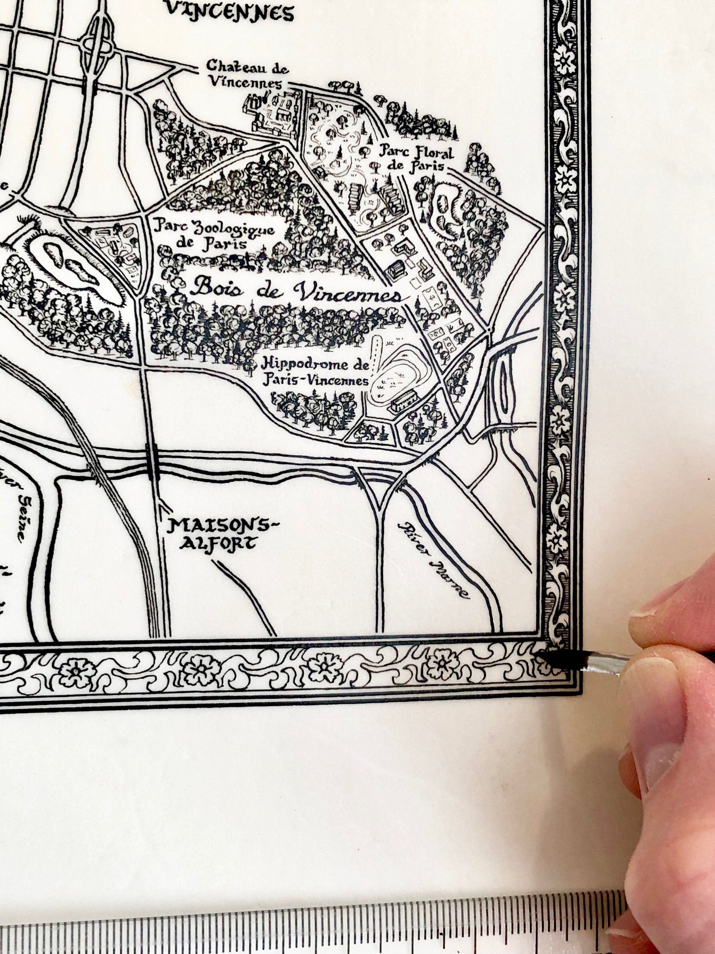 Drawing the border on the  Paris Map