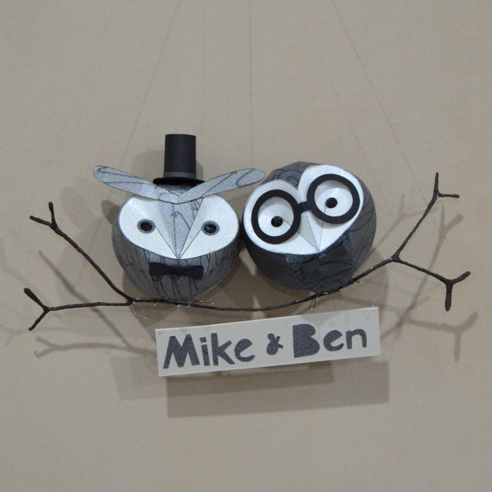 Babies can be made in various sizes and arranged in groups on a plain or floral branch.  Dapper embellishments can also be added, as well as name plaques, which hang from the branch.  Hats, glasses, bowties: +£3-6 per branch  Name plaque: +£10-15