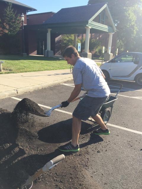 NEP volunteer John Mosny gathers mulch.
